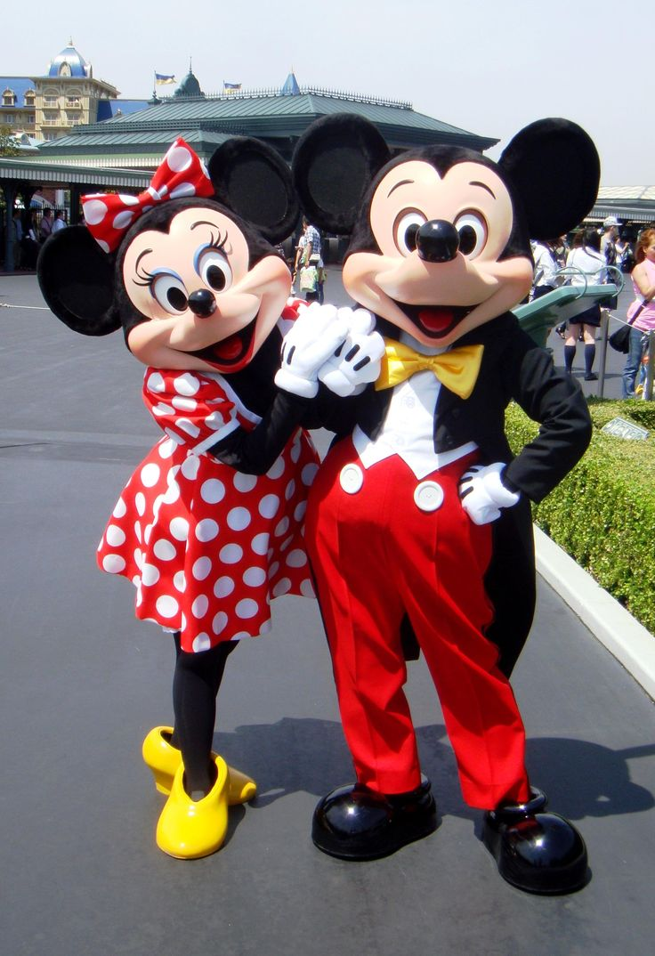 Mickey and Minnie Costumes Through the Years - DisneyWiki