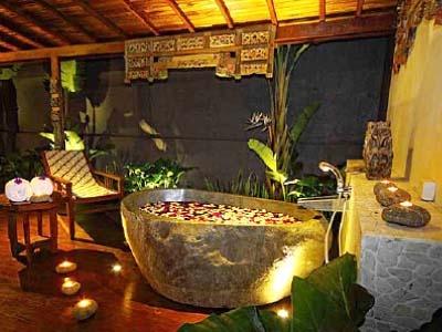 Bathtub in Villa Joglo. Courtesy of Jadul Village