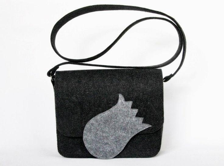 Another grey tulip... but a little bit different. Felt bag