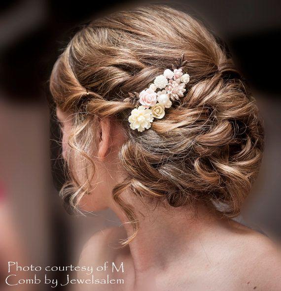 He encontrado este interesante anuncio de Etsy en https://www.etsy.com/es/listing/208163077/pink-bridal-hair-comb-soft-blush-ivory