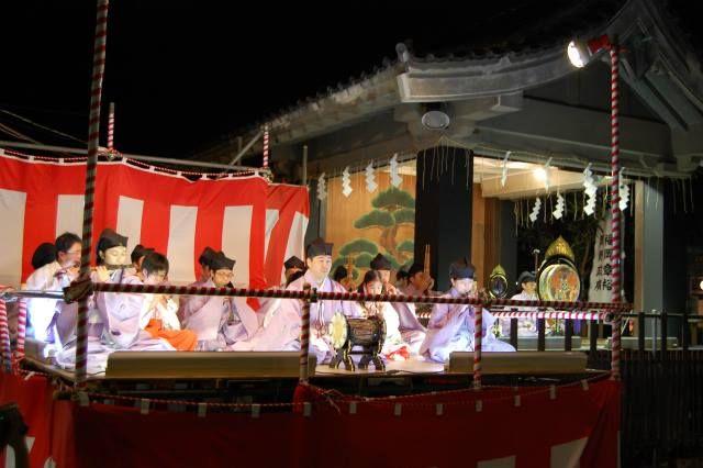 Musicians dressed in kariginu