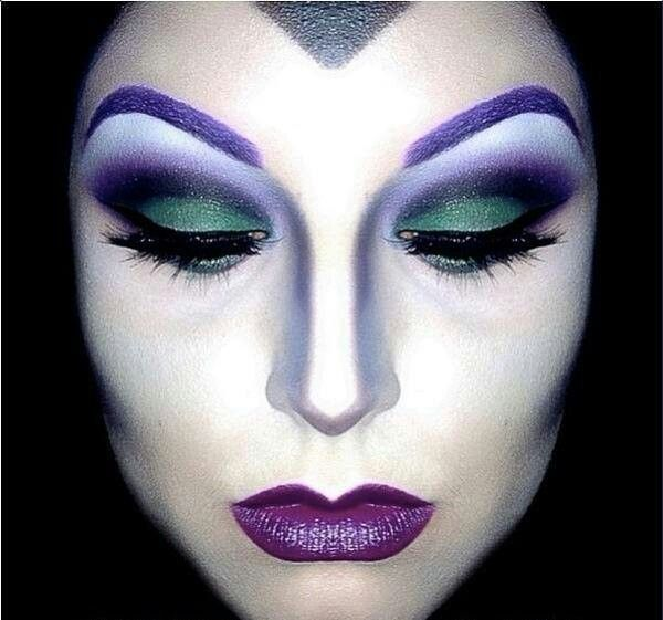 21 Creepy and Cool Halloween Face Painting Ideas. Maquillaje de fantasía bruja.