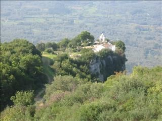 The Mountain and Pantokrator Chapel, Stavros - This wonderful walk takes you on a circuit of the high ridge south of Stavros. You reach a delightful chapel by way of a track, then return along a mountain footpath