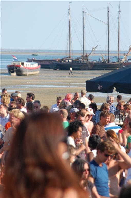 Onze #hotel schepen op het #strand van #Terschelling tijdens het #Oerol #festival.