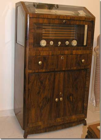 Old Antique Radios | Antique tube vintage radios, old time radio, antiques, televisions ... #Antiques
