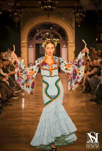 La diosa de las serpientes Minoica abre nuestro desfile @pasarela_weloveflamenco colección flamenca 2015 #kalliste #lamasbella #seúnica #nohaydosiguales #modaflamenca  piezas únicas y exclusivas a muy buen precio + Info 615547997.