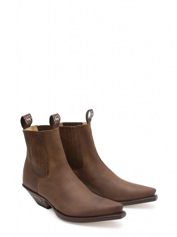 Calza unos Sendra Boots y nunca dejaras de caminar en búsqueda de experiencias. Porque la vida es una gran aventura.  Put you on some Sendra Boots and you´ll never stop walking in search of experience. Because life is an adventure. #Sendra #Boots #Botas #Woman #Cowboy #Fashion