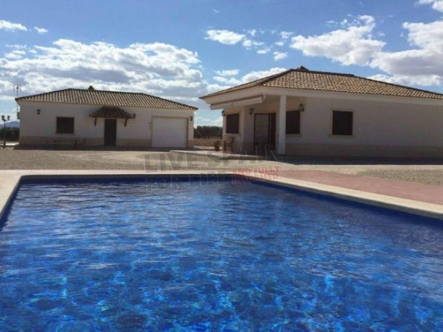 SOLD! A real bargain - REDUCED! now only185999€  Must be seen. Mountain views, countryside setting and pool. Ref: Crev Luisa  http://www.livespainforlife.com/property/4089/country-house/resale/spain/crevillent/crevillent/