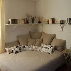 Corner Bed Design, Pictures, Remodel, Decor and Ideas - page 20. I think i like this idea for a child's room.