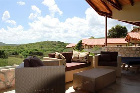 Op een van de mooiste plekken van Curacao, dichtbij de tropische stranden Cas Abou, Porto Marie en Daaibooi, bevindt zich op een terrein van 1 hectare het nieuwe kleinschalige resort The Natural Curacao...