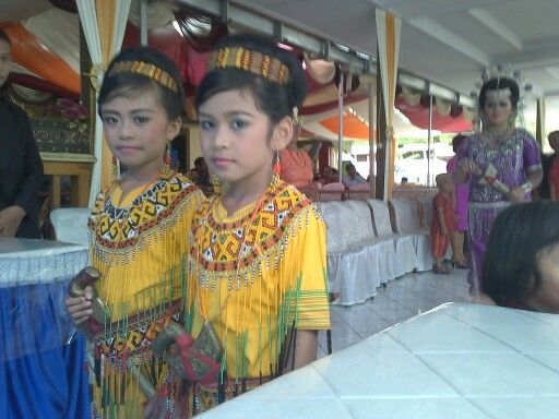 Pa'sappi'. Little girl at Toraja wedding