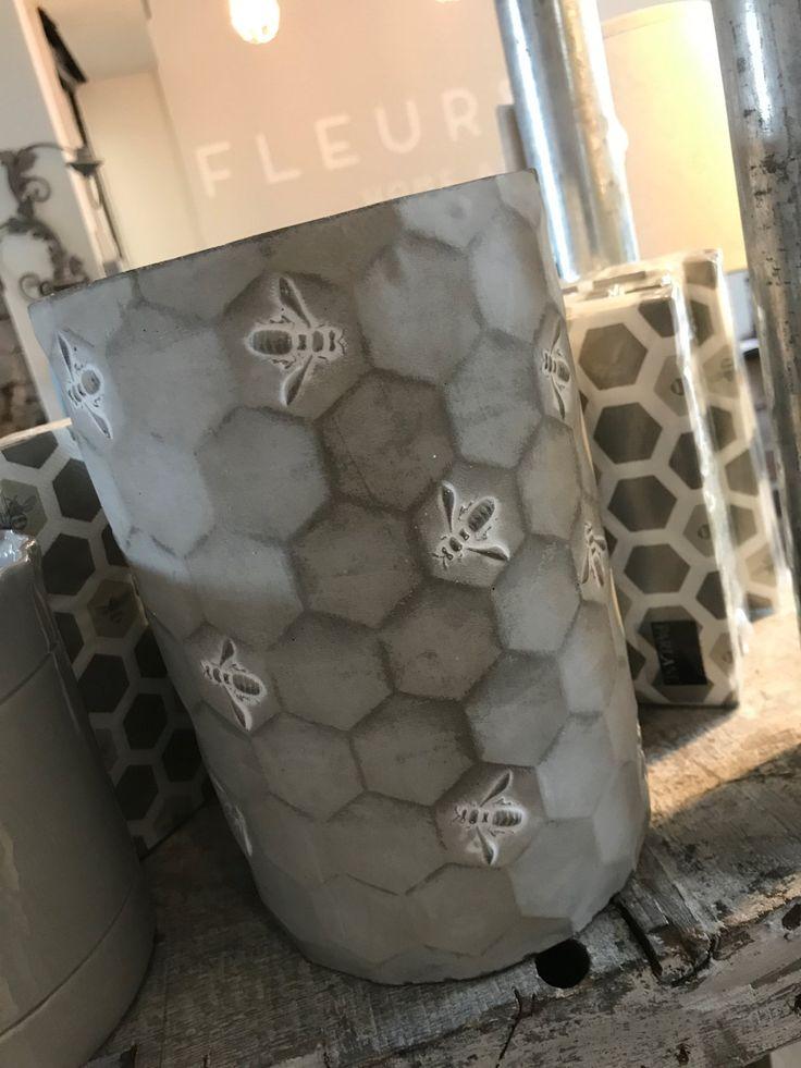 Bee concrete planter / Fleur and Grey