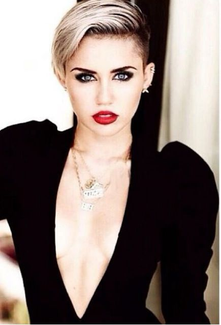 Miley Cyrus. Breathtaking photo.