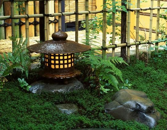 Perfect World Tour Center: Small Japanese Garden
