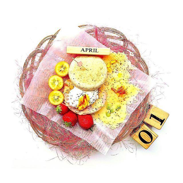 【春爛漫!簡単エッグベネディクト】 ・ ・ アメブロにて食卓コーディネートの詳細やアップ写真を見て頂けます💓 アメブロはトップから飛べます😊✈️ ・ ・ 《メニュー》 ・簡単エッグベネディクト ・パリパリチーズ ・いちご、金柑 ・ ・ 《お料理の詳細》 今日から4月ということで、少し春を意識したコーディネートです🍴🌸 ・ イングリッシュマフィンは全粒粉のものを使って少しでもヘルシーに😋 ・ ・ コメント頂いたメニューなどはアメブロにレシピなども載せています🎵 お気軽にコメントください📝 ・ ・ #あさごはん#おうちごはん#お家ごはん#デリスタグラマー#彼ごはん#カトラリー#2歳#娘ごはん#ごはん記録#家庭料理#レシピ#LIN_stagrammer#クッキングラム#テーブルコーディネート#アイデアレシピ#ワンプレート#こどもごはん#100均#naturalkitchen#おつまみ#ワイン#赤ワイン#簡単レシピ#日本酒#焼酎#ビール#肉#パン#フルーツ#たまご