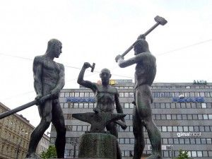 The city of Helsinki is the home of numerous statues and monuments, which teach us about the history and the culture of the city. Most of these works can be found in and around the center, near the main landmarks.