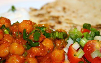 Curry di ceci - Ricetta originale per cucinare i ceci, aromatizzati con le spezie tipiche della cucina indiana, come il curry, la curcuma, il coriandolo e il cumino; da servire con pane o riso.