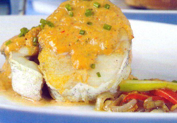 Receta de Pescadilla en salsa de verduras en http://www.recetasbuenas.com/pescadilla-en-salsa-de-verduras/ Prepara un buen guiso de pescadilla en salsa de forma fácil y rápida. Un rico plato de pescado acompañado de cebollitas y calabacín.  #recetas #Pescado