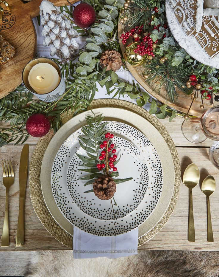 All I Want For Christmas Is That Crockery Covered With Gold Spots And A Gold Cutlery S Christmas Table Decorations Christmas Table Settings Christmas Tableware