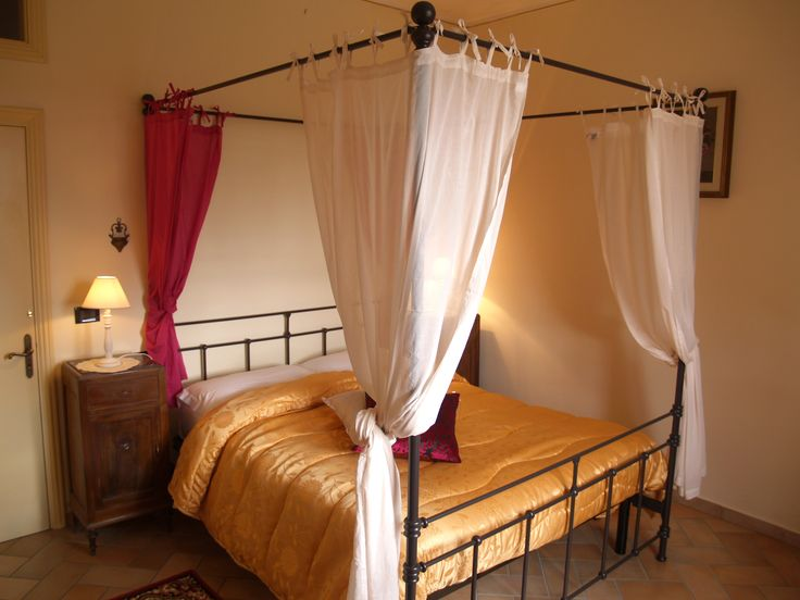 accomodation in tuscany in double room with private toilet at a cheap price: Wine Resort La Loccaia
