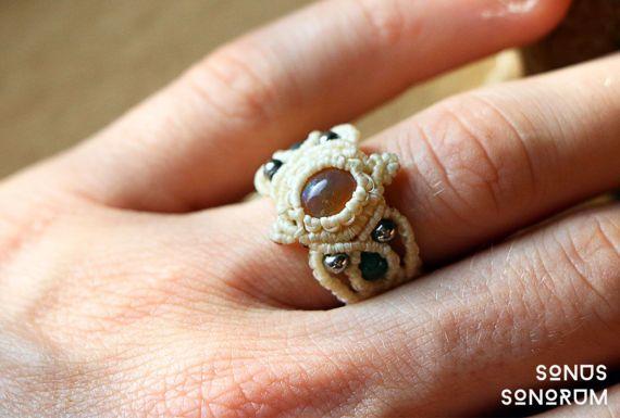 anillo de macrame con ópalo etíope con / negro