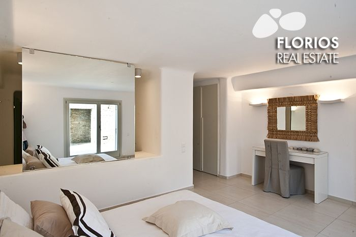 All four of the #bedrooms feature either double beds with en-suite toilet/shower room. The #property is air-conditioned throughout. http://www.florios.gr/en/mykonos-property/9.html