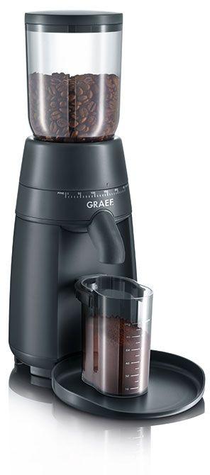 Graef CM702  Graef CM702: Koffiemolen met veel maalstanden Met de Graef CM702 koffiemolen maal je allerlei soorten koffiebonen.De maalgraad kun je zelf instellen er zijn maar liefst 24 instellingen!Altijd de ideale maalgraad dus. Ga voor een grove korrel voor een milde koffie of kies voor een fijnere korrel voor een sterke espresso. Je stelt de maalgraad eenvoudig in met de ring op de molen. Malen met de Graef CM702 gaat daarna ook heel eenvoudig je plaatst gewoon de piston tegen de machine…