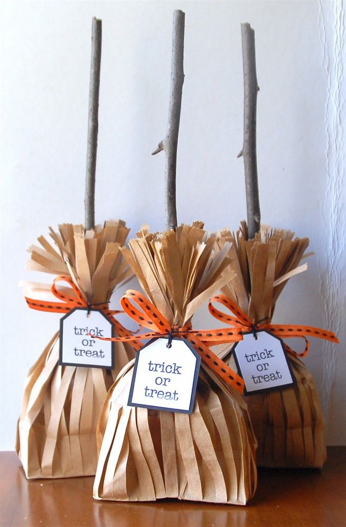 Offrez les bonbons différemment! Balais de sorcière! - Bricolages - Des bricolages géniaux à réaliser avec vos enfants - Trucs et Bricolages - Fallait y penser !