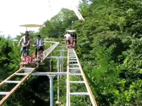Esta Extraña Montaña Rusa Es La Más Aterradora Involuntariamente - Algunas montañas rusas danmiedo a causa de sus vueltas gigantes, vueltas rápidas, giros vertiginosos, o velocidad de vértigo. Por otro lado, algunas montañas son de miedo por razones completamente diferentes. El SkyCycle, en el Parque WashuzanOkayama Prefecture's Brazilian Washuzan High... #Video=Noleasmás,solove..., #¡OMD!=OhMiDios=OhMyGod(perohablamosespañol)  http://www.vivavive.com/est