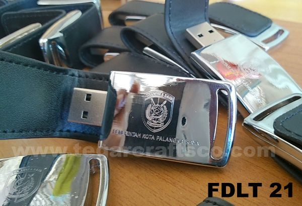 An 4GB USB Flashdrive with magnetic and synthetic leather http://www.tegarcraftsco.com/2013/04/distributor-agen-suplier-jual-dan.html