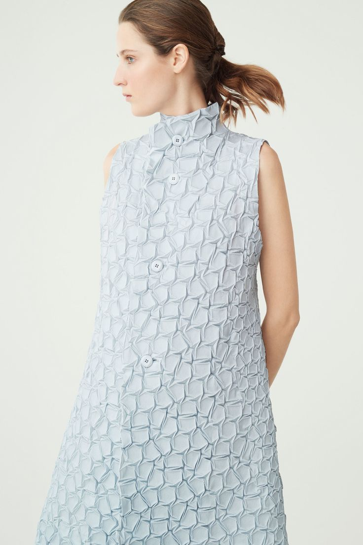 Issey Miyake Resort 2018 Fashion Show Collection