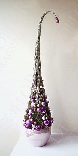 magas karácsonyi dísz, fenyőfa grincsfa lila zöld fehér színben