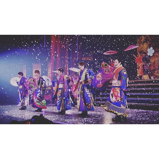 【s_moka.os830】さんのInstagramをピンしています。 《あぁ~美しい♡ I want to meet you.  #嵐#相葉雅紀#櫻井翔#大野智#松本潤#二宮和也#コンサート#ライブ#日本#和風#和楽器#美しい#会いたい#桜#arashi#ohnosatoshi#sakuraisho#aibamasaki#ninomiyakazunari#Matsumotojun #Japonism#Japan#Japanesestyle#Beautiful#ライブ#instrument#cherryblossom#want#meet》