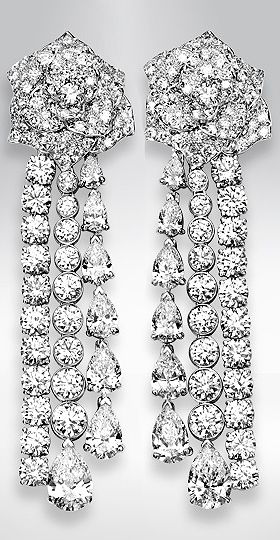 Piaget Rose earrings in 18k white gold, set with 14 pear-cut diamonds (approx. 6.07 ct) and 218 brilliant-cut diamonds (approx. 9.89 ct).