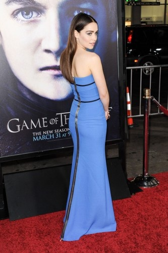 Emilia Clarke + more pics from the Game of Thrones red carpet