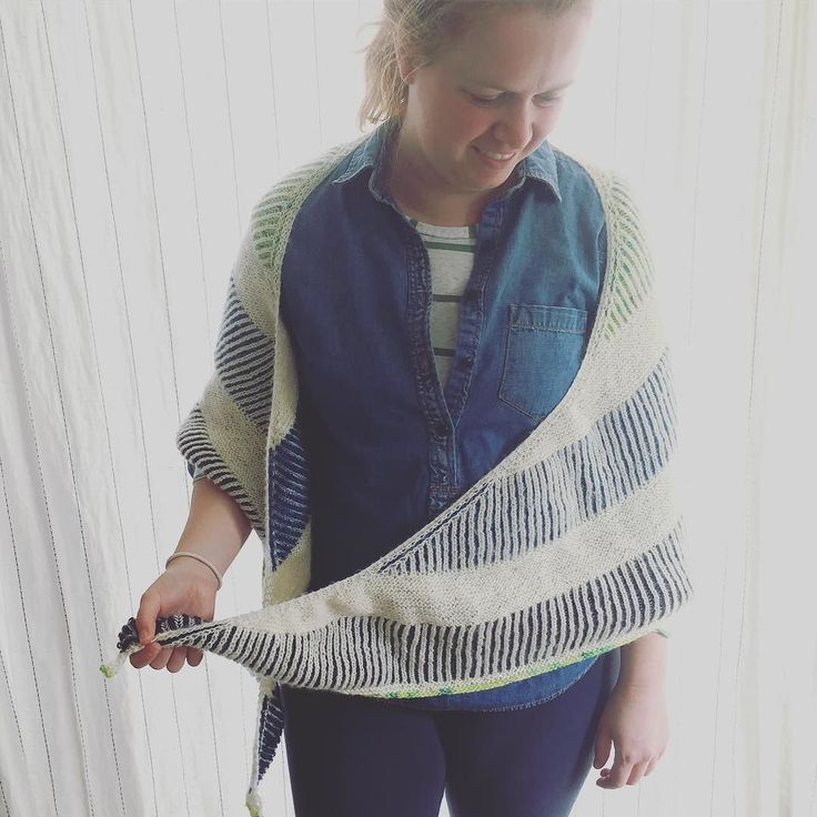 Virginia leggings by shedabbles // My #mmmay16 outfits haven't been very exciting lately but this #briochealiciousshawl is helping to spice things up!! Paired with a #hemlocktee  a secondhand chambray shirt and another pair of #virginialeggings #memademay #sewing #knitting #toilandtroubleyarn