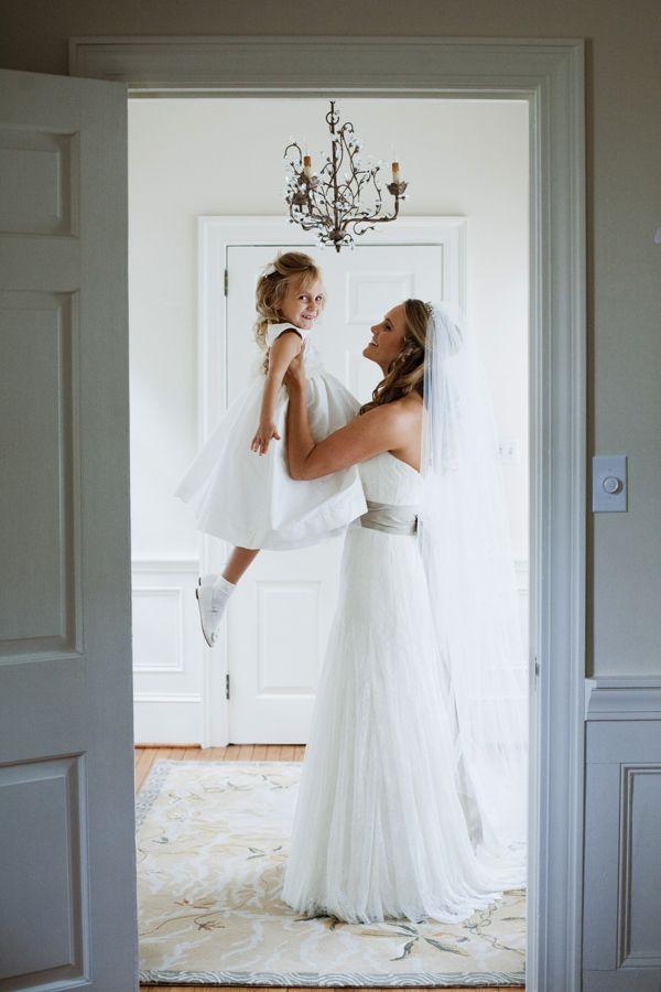 Ideen Hochzeitsfotografie, Braut mit Blumenkind