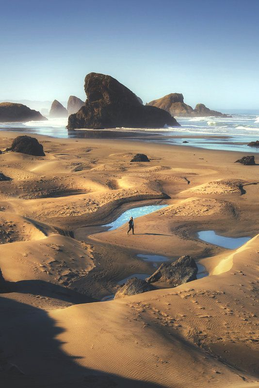 Sea stacks at Oregon coast, USA  (by Leif Erik Smith)