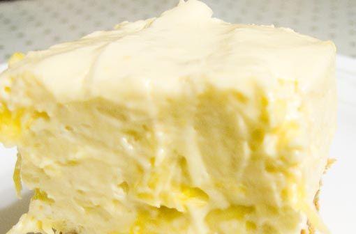 Untuk Anda yang suka dengan Cheese dan ingin membuat Cheese cake Anda bisa melihat resep satu ini. Untuk membuat kue ini Anda hanya memerlukan 4 bahan saja. Beberapa waktu lalu Admin sudah share cheese cake tanpa menggunakan oven, dan kali ini masih tanpa menggunakan oven, bahkan hanya di diamkan di kulkas Anda sudah dapat