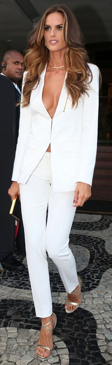 Who made Izabel Goulart's white blazer and pants?
