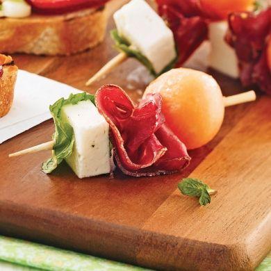 Mini-brochettes à la viande des Grisons, cantaloup et feta - Recettes - Cuisine et nutrition - Pratico Pratiques