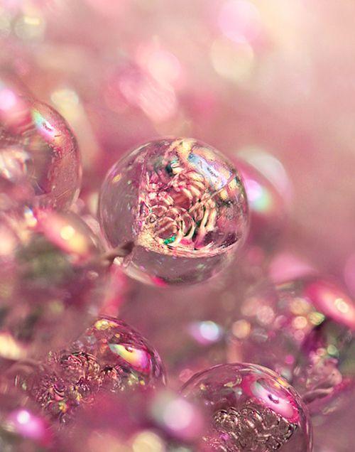 Розовые мыльные пузыри