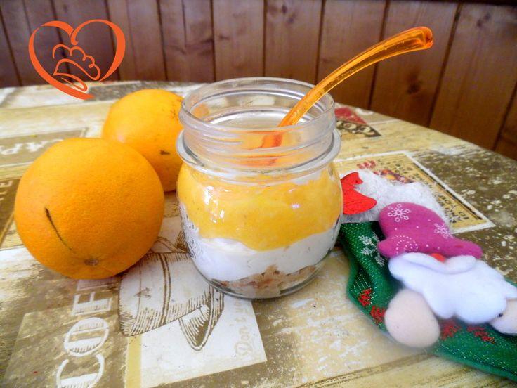 Cheesecake di cachi nel barattolo http://www.cuocaperpassione.it/ricetta/bb321f4c-9f72-6375-b10c-ff0000780917/Cheesecake_di_cachi_nel_barattolo