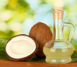 Denná konzumácia kokosového oleja podporí zdravie, pomôže schudnúť, dodá energiu,  hydratuje pleť, odstráni lupiny... V súčasnosti je kokosový olej veľmi populárny – a zaslúžene. Možno ho totiž...