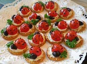 Çocukların çok seveceği kahvaltılık uğur böcekleri http://www.lezzetliyemeklerperisi.com/aperatifler/kahvaltilik-ugur-bocegi-tarifi.html