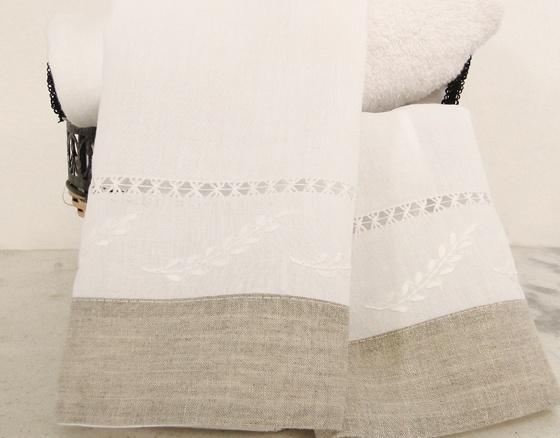 Toalha Lavabo Linho/Algodão bordado folhas barrado linho R$ 44,00 cada.