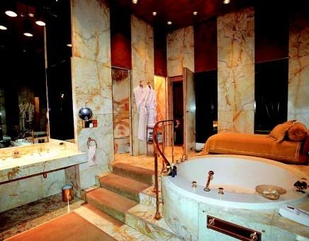 Bañera color oro de mármol