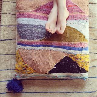 Pour habiller vos terrasses...Une nouvelle série de coussins et futons crée dans les tapis boucherouites de Marrakech #bonjourleshop #soon