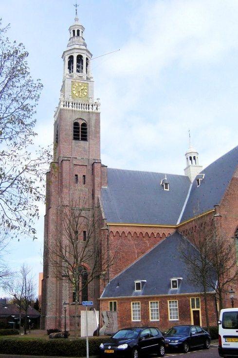 Op het Schanseiland werd in 1626 de monumentale Grote Kerk gebouwd, een van de vele kerken in het eertijds zeer godvrezende Maassluis. Het was een van de eerste geheel nieuwe protestantse kerkgebouwen in de Nederlanden. Het bouwwerk torent nog altijd hoog boven de oude stad uit. Het ontwerp heeft de vorm van een Grieks kruis waarbij alle armen even lang zijn. De hoge westtoren stamt uit 1650. De bouw werd gefinancierd met een heffing op de haringvisserij.
