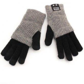 """Rękawiczki Bluetooth BG2R kolor czarno-szary M-L Rękawiczki Hello Gloves umożliwiają prowadzenie rozmowy poprzez ustawienie dłoni w międzynarodowy symbol """"zadzwoń do mnie"""". W małym palcu zainstalowano mikrofon, a w kciuku głośnik, połączenie z telefonem odbywa się za pośrednictwem Bluetooth. Teraz będziesz mógł rozmawiać przez telefon do woli, a Twoje ręce pozostaną ciepłe"""
